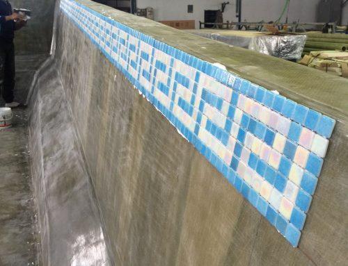 Revestir las piscinas de poliéster con mosaico de vidrio Reviglass